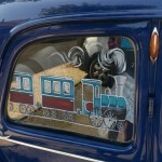 Même les voitures se déguisent en train